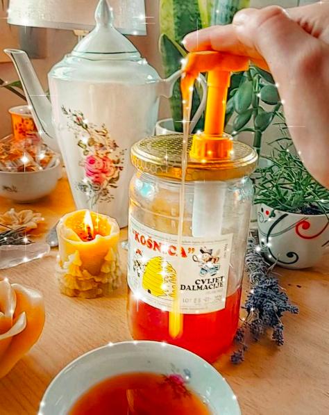 pumpica za med ili dozator za med je najbolji uz domaći med