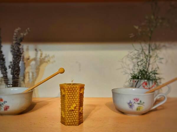 Klasična svijeća od pčelinjeg voska s modernim završetkom