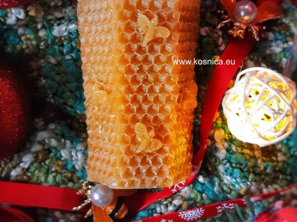 Svijeća od pčelinjeg voska je idealan poklon- ručno napravljena.