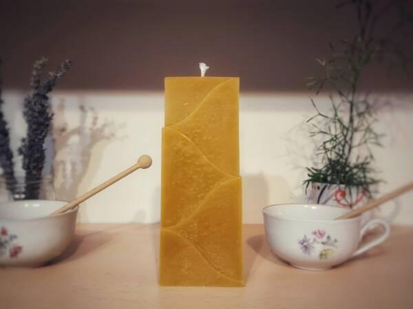 Svijeća od pčelinjeg voska je idealan poklon.