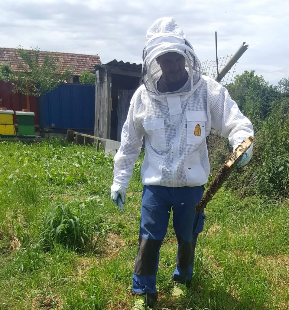 Ventilirajuća troslojna prozračna odjeća ima u kolekciji pčelarski kombinezon i pčelarsku jaknu s šeširom