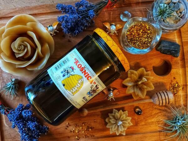 Med šuma ili šumski med je med tamne boje i vrlo koristan.